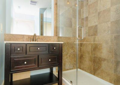 49-Greeley-St-Asheville-NC-large-013-Bathroom-1500x996-72dpi