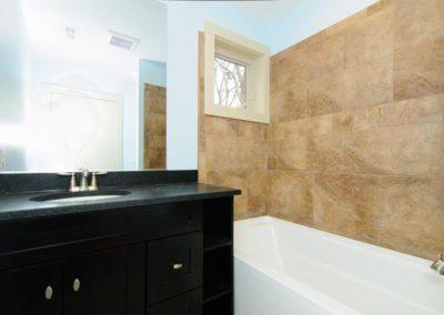 49-Greeley-St-Asheville-NC-large-020-Bathroom-1500x996-72dpi